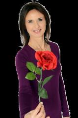 המורה ורד כתר מחזיקה פרח בחדרי חווית הורד- להשתחרר מכאבי הצוואר, הכתפיים והשכמות